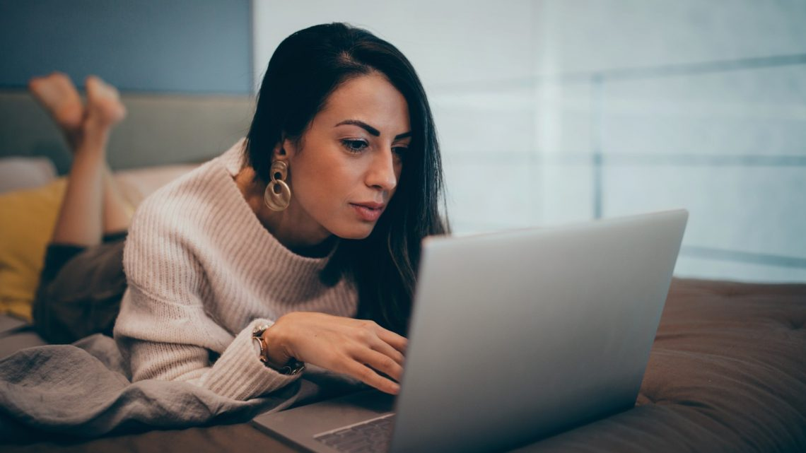 Online Dating: Benefits and Dangers